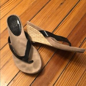 Tribeca by Kenneth Cole size 8 Low Wedge
